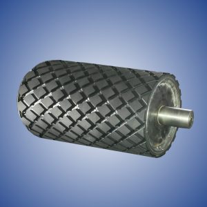 Rubberized roller with cross grooving